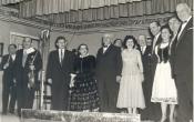 Nótaest a monori Művelődési házban 1960 decemberében. A képen balról-jobbra: Kozák Gábor, Petrik Sándor, Vörös Sári, Magócsi Lajos, Kispál Mária, Járossy Jenő, Solti Károly, Józsa Ibolya, Kiss Károly, Vadnai József