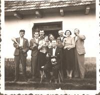 Monori Pincefalu, Pinceszeren a Dobos család 1930 körül