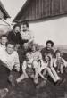 Ringeisz sori pince előtt a Pete és a kovács család 1954 nyarán.