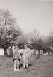 Gyerekek a Téglagyári pincesor előtt 1954 -ben